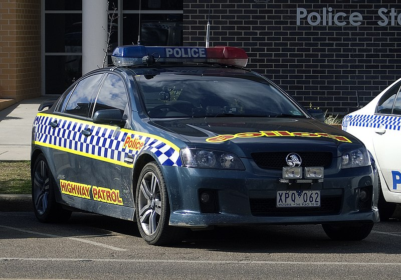 http://upload.wikimedia.org/wikipedia/commons/thumb/1/11/VicPolHP_Holden_VE_Commodore_SS.jpg/800px-VicPolHP_Holden_VE_Commodore_SS.jpg