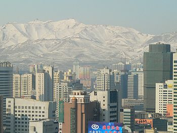 View of Urumqi with Yamalik mountain.jpg