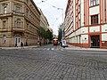 Vinohrady, Záhřebská, tramvaj ve výstupní zastávce Zvonařka.jpg