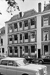 foto van Vijf traveeën breed herenhuis met twee volledige verdiepingen