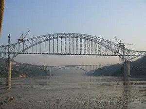 Yichang−Wanzhou Railway - Construction of the Wanzhou Railway Bridge, at the western end of the Yiwan line