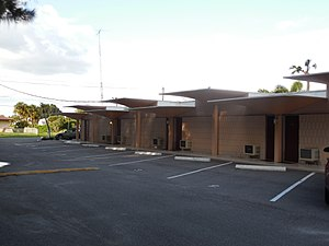 Warm Mineral Springs Motel - Image: Warm Mineral Springs Motel left side view from front to back