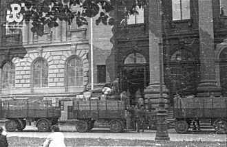 Polish culture during World War II - Germans looting the Zachęta Museum in Warsaw, summer 1944