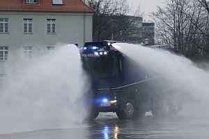Bereitschaftspolizei -  a Wasserwerfer 10,000 (Water cannon) of the Hamburg Bereitschaftspolizei.
