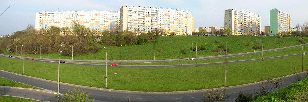 Polski: Aleja Jana Pawła II. Widok na osiedle Wyżyny
