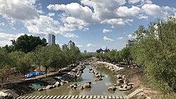公園橋から望む市街地と烟集河(延吉河)