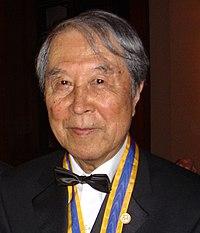 Yoichiro Nambu tager Franklin-medaljen imod i Philadelphia i 2004