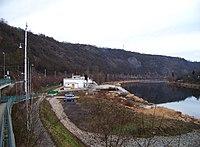 Zastávka Úholičky, vodárna Podmoráň a Moráňské skály.jpg