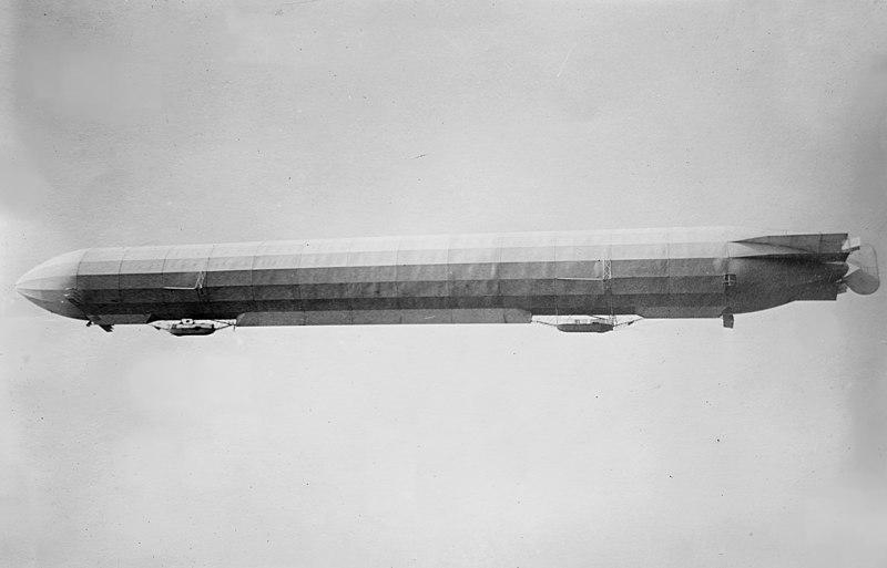 File:Zeppelin III in flight.jpg