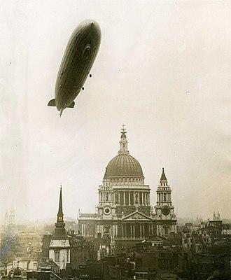 Luftschiffbau Zeppelin - Graf Zeppelin above St. Paul's Cathedral in London