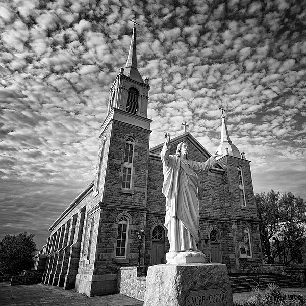 File:Église Saint-Elzéar Laval 2011.jpg