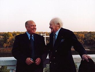 Maurice Druon - Image: Виктор Черномырдин и Морис Дрюон в Оренбурге. 2003 год