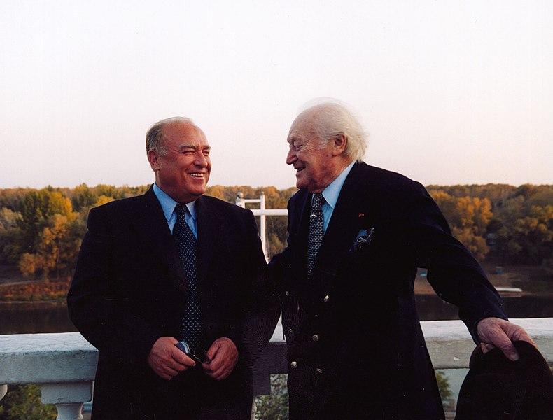 File:Виктор Черномырдин и Морис Дрюон в Оренбурге. 2003 год..jpg