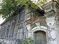 Главный вход в деревянный дом усадьбы Яушева.jpg