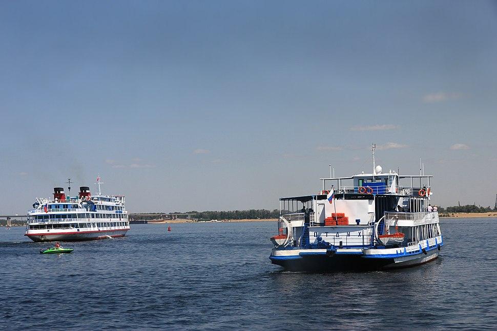 Круизные корабли на Волге