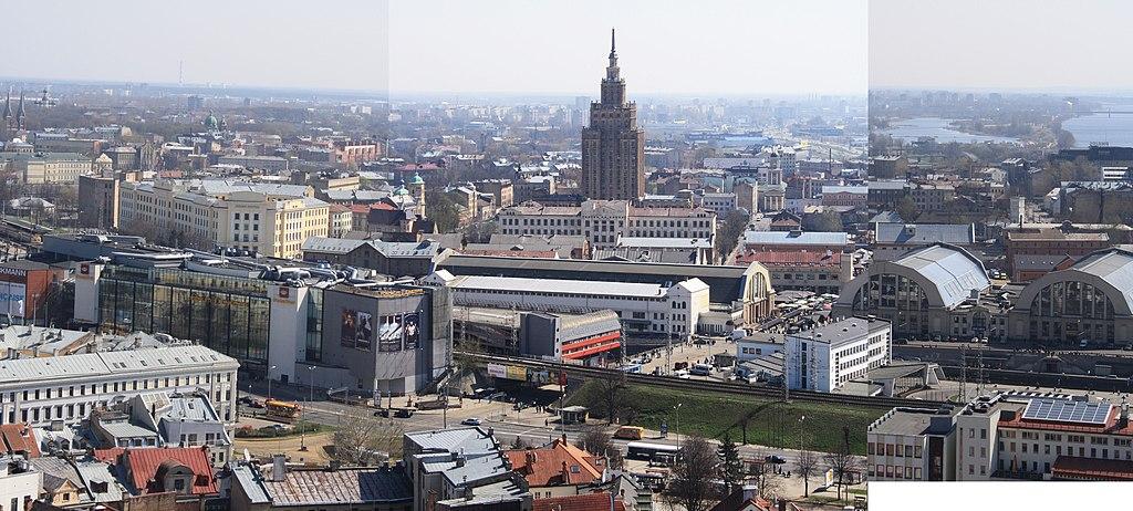 Vue sur le quartier de Moscou derrière la gare de Riga. L'académie des sciences au centre. Photo de Сергей Алексеев.