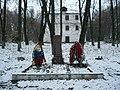 Северная братская могила и памятник.jpg