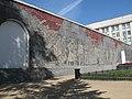 Сквер Героев Революции, Новосибирск, стена.jpg