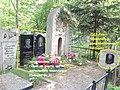 Таким стал памятник Вс. Иванову на могиле в Хабаровске в 2018 году.jpg