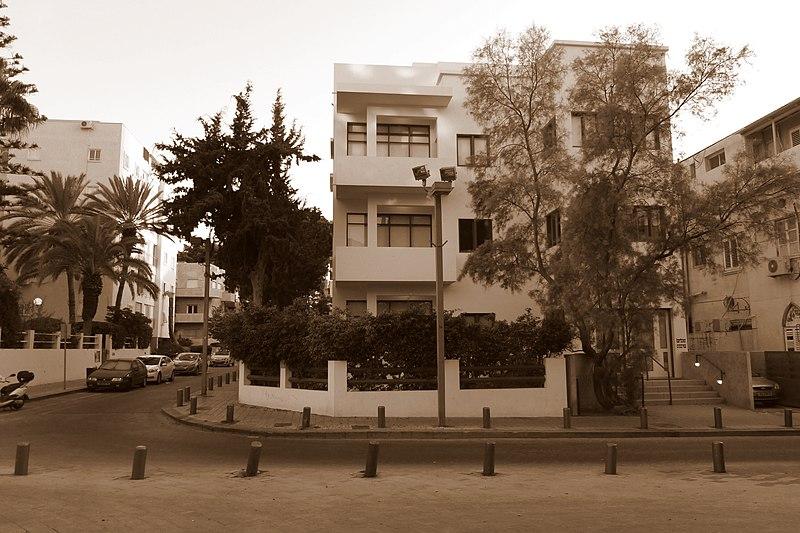 File:מוזיאון הבאוהאוס - אתרי מורשת בתל אביב 2015 (3).JPG