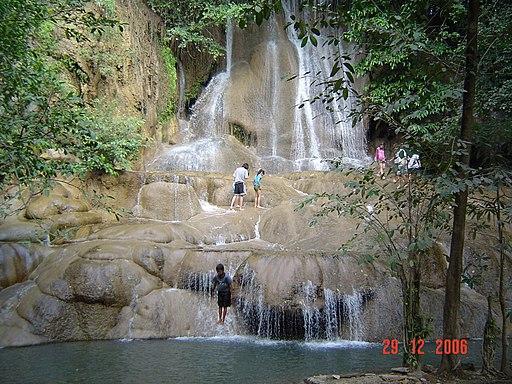 น้ำตกไทรโยคน้อย Saiyoknoi Waterfall - panoramio (1)