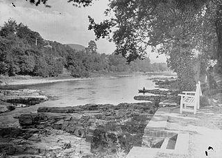 The river near Pwll-y-faedda House, Erwood