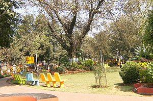 Maheshwari Udyan, Mumbai - Image: 004 Tall trees