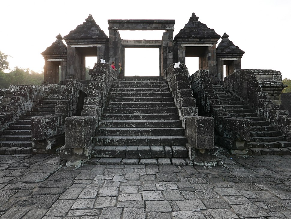 006 Step to Gate (28938933061)