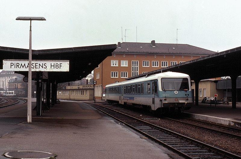 File:03.04.93 Pirmasens Hbf 628.308 (6151471312).jpg