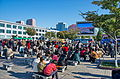 0904 - Nordkorea 2015 - Pjöngjang - Public Viewing am Bahnhofsplatz (22356242703).jpg