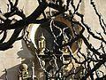 108 Sant Feliu d'Alella, la rosassa de la façana entre els arbres.jpg