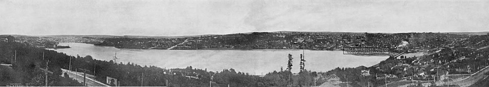 Lake Union, 1907, from Queen Anne Hill. Capitol Hill is straight ahead; the gas works (now Gas Works Park) can be seen at left, jutting into the lake.