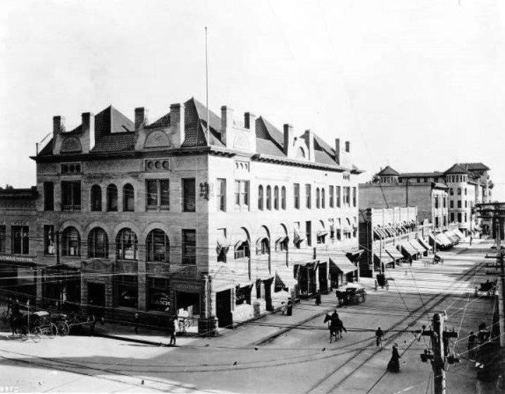1908 Raymond and Fair Oaks looking south on Fair Oaks with Pasadena National Bank