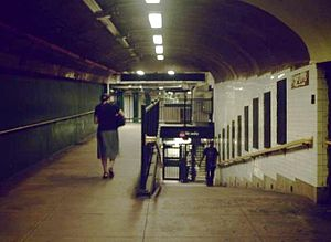 190th Street (IND Eighth Avenue Line) - Tunnel to fare control from Bennett Avenue