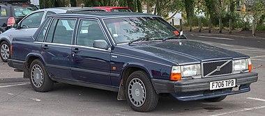 1989 Volvo 740 GL 2.0 Front.jpg