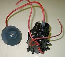 Esempio di trasformatore generatore di alta tensione per alimentare i tubi catodici