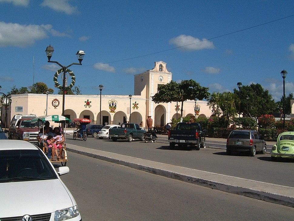 2002.12.30 07 Plaza ayuntamiento Ticul Yucatan Mexico