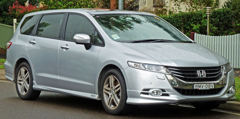 2009-2011 Honda Odyssey Luxury van (2011-04-28) 01.jpg