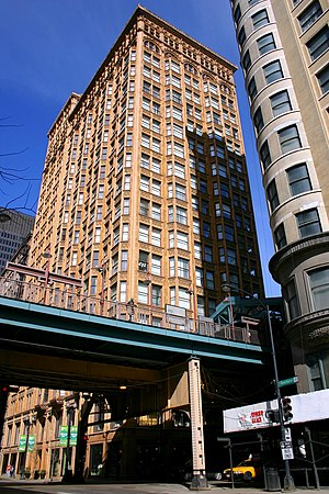 Fisher Building (Chicago) - The Chicago 'L' is sandwiched between the Fisher Building and the Old Colony Building