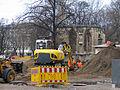 2013 Ausgrabung Alter St. Nikolai-Friedhof Nikolaikapelle Hannover, 60c, Fortführung der Baggerarbeiten, Einebnung der ehemaligen Grabungsstelle.jpg