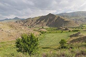 Arpi, Armenia - Image: 2014 Prowincja Wajoc Dzor, Krajobrazy widziane z drogi M2, Widoki okolic Arpi (06)