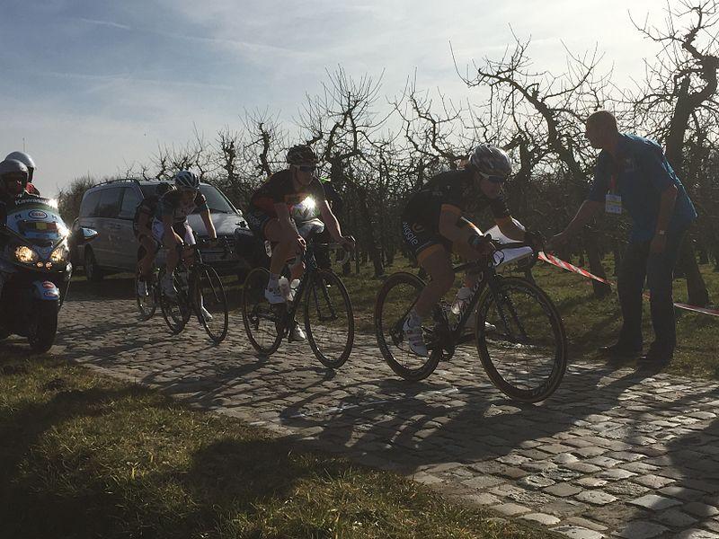 2015 Omloop van het Hageland, 1st GPM, cobbled stones section 1) Chloe Hosking  2) Jolien D'Hoore   3) Lauren Kitchen