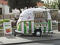 2017-10-13 Ice cream vendor, Rua Bairro dos Pescadores, Albufeira.JPG