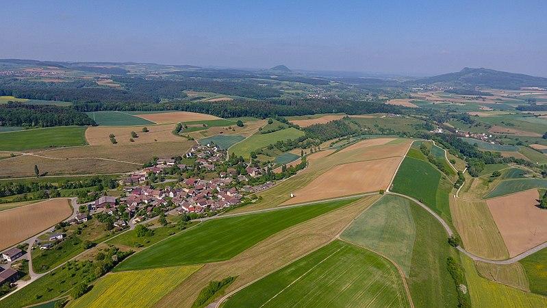 File:2018-05-11 16-07-58 Schweiz Opfertshofen SH 751.0.jpg