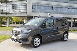 2018 Opel Combo life left side front angle Ruesselsheim LWEOS1816.jpg