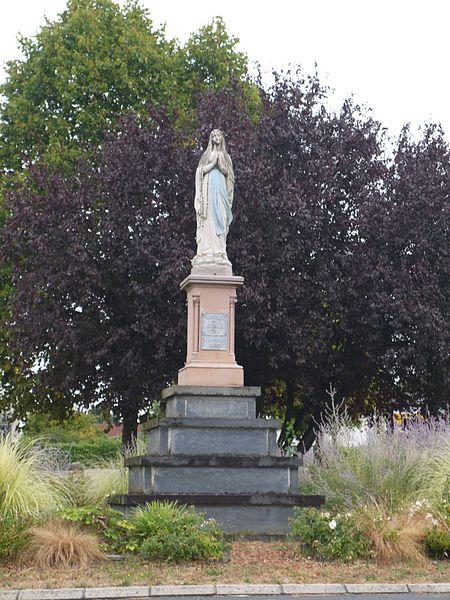 Statue de Notre-Dame des Lourdes.