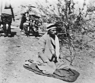 Abd al-Rahim al-Hajj Muhammad - Al-Hajj Muhammad praying with his fighters behind him, 1936