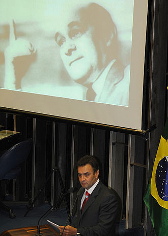 Tancredo Neves - Aécio Neves giving a speech at the Chamber of Deputies in tribute to Tancredo Neves's 100th birthday.