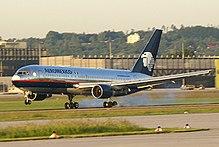 un Boeing 767-200 in vecchia livrea