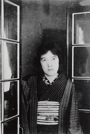 Akiko Yosano - Image: Akiko Yosano posing by window